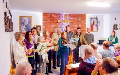Holosophic Society Polska: Świąteczny występ muzyczny w schronisku dla bezdomnych w Leśnej