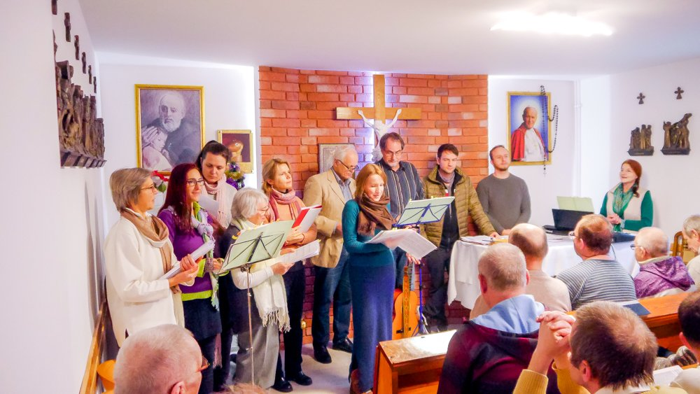 Holosophic Society Poland – Musical Charity Visit for Christmas to the Homeless Home Leśna