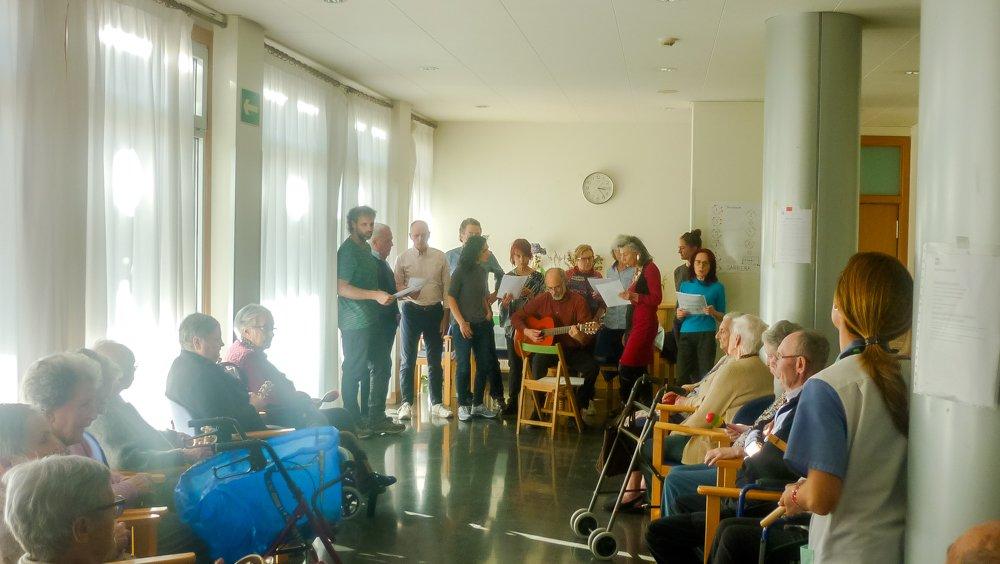 Die Holosophische Gesellschaft Spanien – Weihnachtsveranstaltung mit älteren Menschen