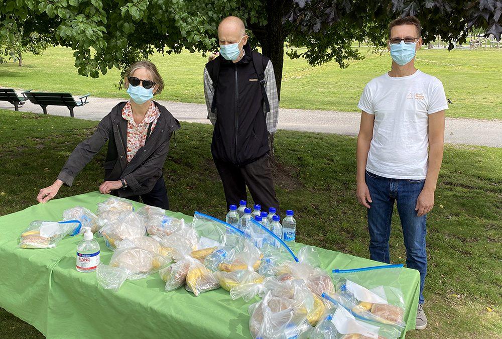 Paketi hrane v parku